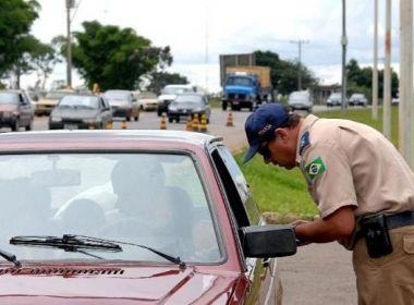 Medida permite que motoristas consultem dados de agentes de trânsito que os multaram