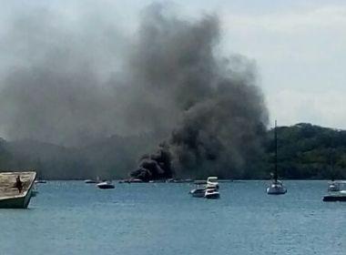 Lancha pega fogo nas proximidades da Base Naval de Aratu