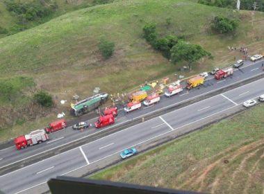 Acidente deixa três mortos e dezenas de feridos em rodovia do Rio de Janeiro