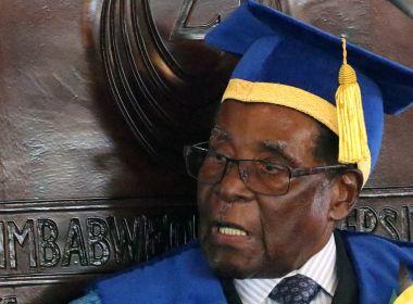 Após 37 anos de ditadura, presidente do Zimbábue renuncia ao cargo