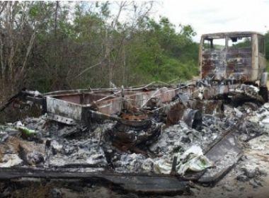 Jaguaquara: caminhão roubado é encontrado incendiado na margem da BR-116