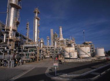 Preço da gasolina reduz e do diesel aumenta nas refinarias nesta quarta