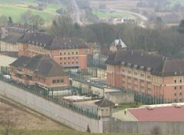 França decide instalar telefone em celas para tentar combater tráfico de celulares