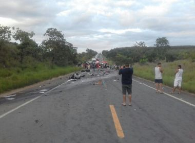 MG: Sobe para 7 número de mortos em acidente na BR-251; há ao menos 39 feridos