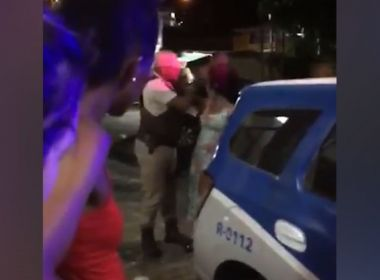 PM investiga policial que deu tapa na cara de mulher na Baixa de Quintas; veja vídeo