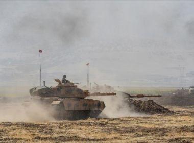 Turquia e forças de oposição atacam reduto curdo no norte da Síria