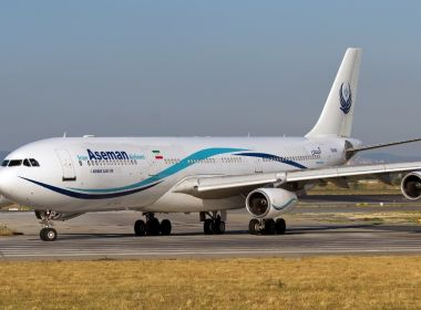 Avião com 66 pessoas a bordo cai em região montanhosa do Irã