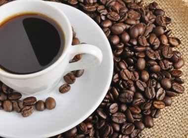 Consumo de cafeína pelo casal pode aumentar risco de aborto involuntário, diz estudo
