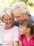 Viver Bem: Relação de avós e netos faz bem para a saúde e aumenta a longevidade