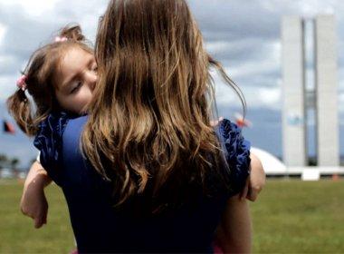 Mãe luta na Justiça por liberação de remédio de maconha para filha de 5 anos