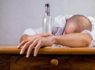 Álcool está diretamente relacionado a sete tipos de câncer, diz estudo