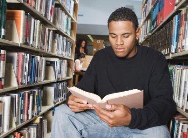 Hábito de leitura aumenta em até dois anos tempo de vida, aponta estudo