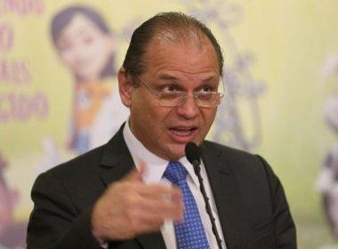 Ministério da Saúde constrange representantes de laboratórios, diz jornal