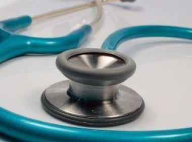 Canudos: Falsa médica é presa com registro, receita e carimbo de profissional