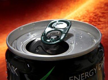 Álcool com energético tem o mesmo efeito que cocaína, aponta estudo