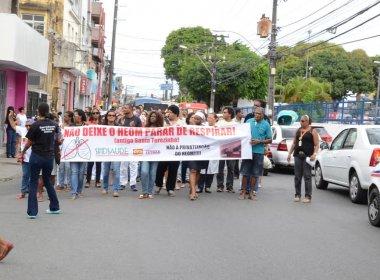Servidores e pacientes fazem carreata contra privatização do Hospital Octávio Mangabeira