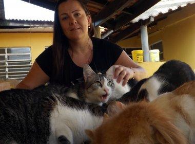 Mulher supera depressão e síndrome do pânico após adotar mais de 50 animais