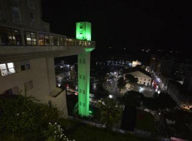 Elevador Lacerda é iluminado de verde para chamar a atenção sobre glaucoma