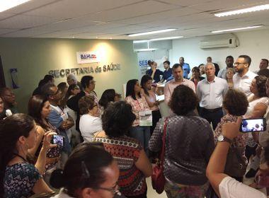 Com risco de desabamento, servidores da saúde evacuam prédio anexo da Sesab no CAB