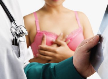 Projeto que obriga SUS a realizar cirurgia reparadora de câncer de mama é aprovado