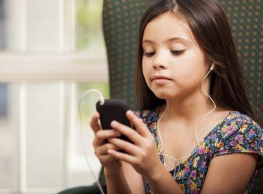 Médico pede que paciente diminua o uso do celular: 'está adoecendo os jovens'