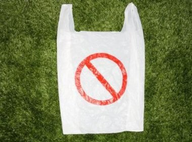 Casal usa sacola plástica como camisinha e vai parar no hospital