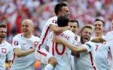 Polônia supera Suíça e vai às quartas