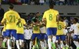 Brasil goleia Uruguai no Centenário