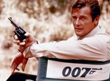 Morre Roger Moore
