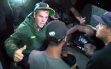 Bieber atinge fotógrafo com carro
