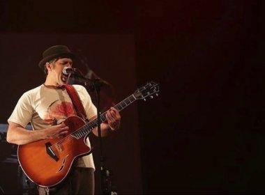 Em Salvador, Leoni faz apresentação 'libertária' com presença de artista baiano; veja