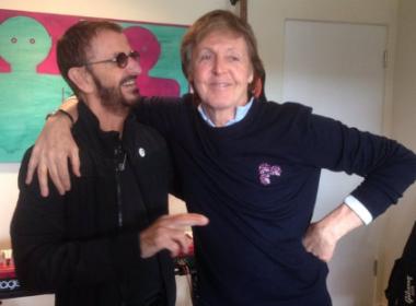 'Eu te amo, cara, paz e amor', diz Ringo a Paul McCartney após gravarem juntos em estúdio