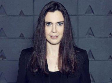 Adriana Calcanhotto lança livro reunindo poesias brasileiras