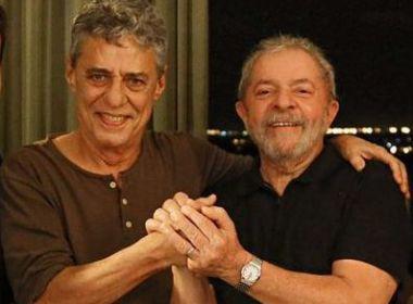 Contra julgamento no TRF4, Chico Buarque apoia manifesto 'Eleição sem Lula é fraude'
