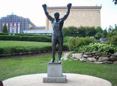 Stallone paga R$ 1,3 milhão para levar a estátua do boxeador Rock Balboa para casa