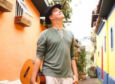 Elogiado por Chico Buarque, baiano Emerson Leal lança álbum de estreia em Salvador