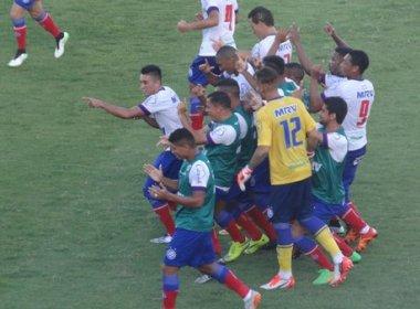 Juninho marca golaço e Bahia vence Santa Cruz na estreia do Nordestão