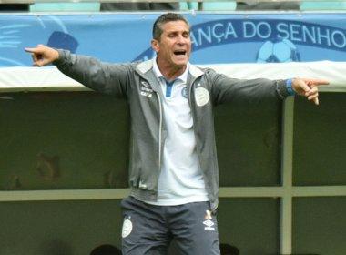 'Podem me xingar, mas apoiem os jogadores', diz Jorginho após revés