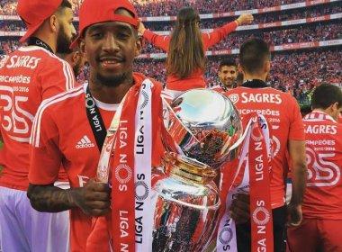 Bicampeão pelo Benfica, Talisca comemora mais uma conquista no futebol europeu