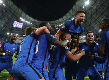 Com show de Griezmann, França bate Alemanha e enfrenta Portugal na final da Euro