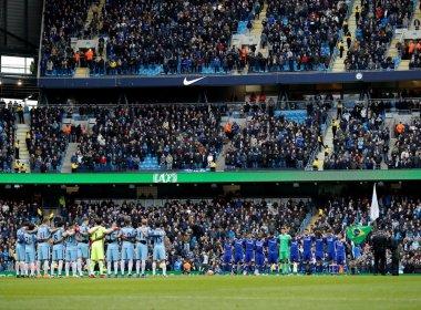 Partida entre Manchester City e Chelsea é marcada por homenagens à Chapecoense