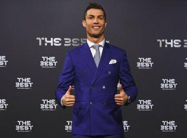 Cristiano Ronaldo é eleito melhor jogador do mundo pela Fifa; Messi não comparece