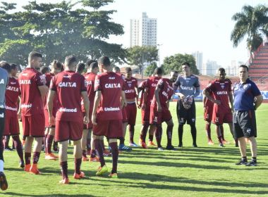 Doriva testa nova formação do Atlético-GO e avisa que último treino será fechado