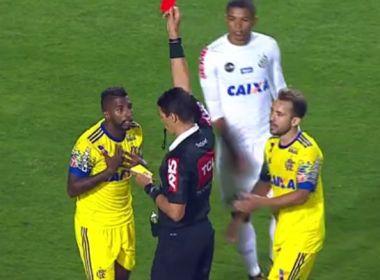 Rodinei desfalca o Flamengo no duelo com o Vitória; Guerrero sente a coxa e é dúvida