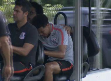 Marquinhos Gabriel se machuca sozinho e preocupa