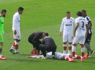Após sofrer pancada na cabeça, Flávio desfalca Vitória contra o São Paulo