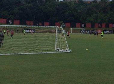 Gallo observa treino  em seu primeiro dia como técnico do Vitória