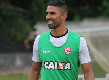 Santiago Tréllez assina contrato com o Vitória até dezembro de 2018