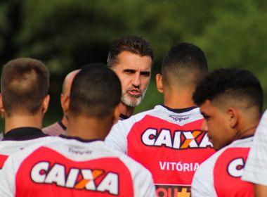Mancini esboça time titular do Vitória em treino tático