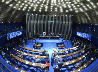 Senadores da CCJ aprovam fim da reeleição para cargos no Executivo